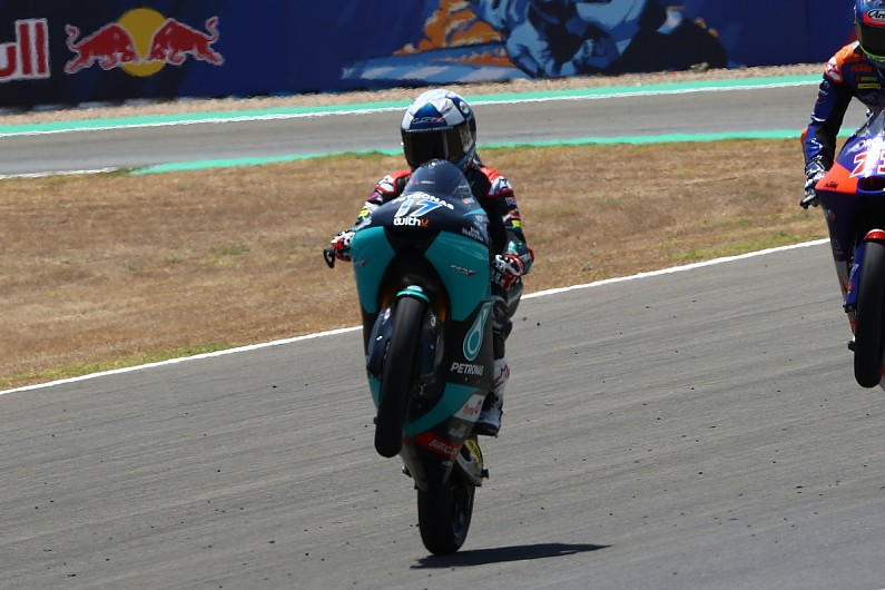 Moto3 Andalusia: Suzuki wins as points leader Arenas crashes heavily