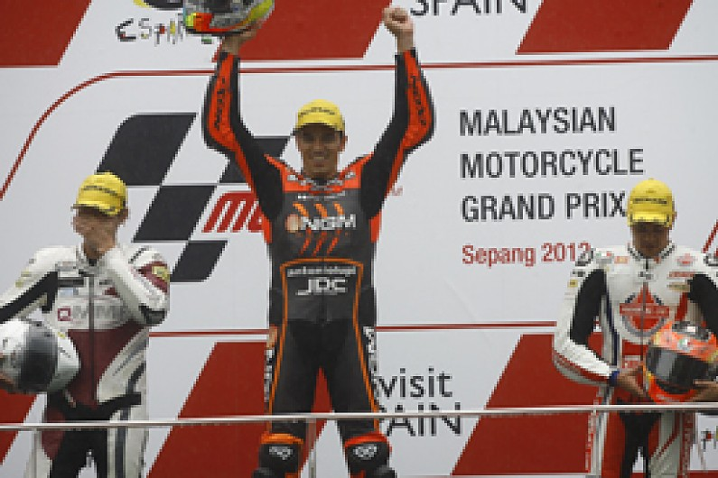 moto2 alex de angelis wins in rain as marc marquez crashes moto2 autosport. Black Bedroom Furniture Sets. Home Design Ideas