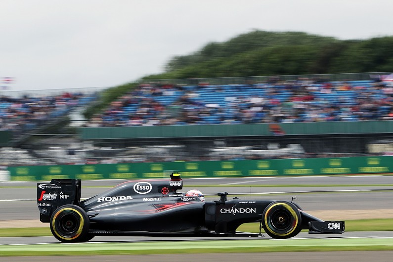 Button wing all clear for race