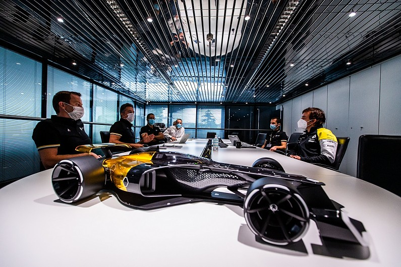 Fernando Alonso drives Renault's F1 2020 auto for the first time