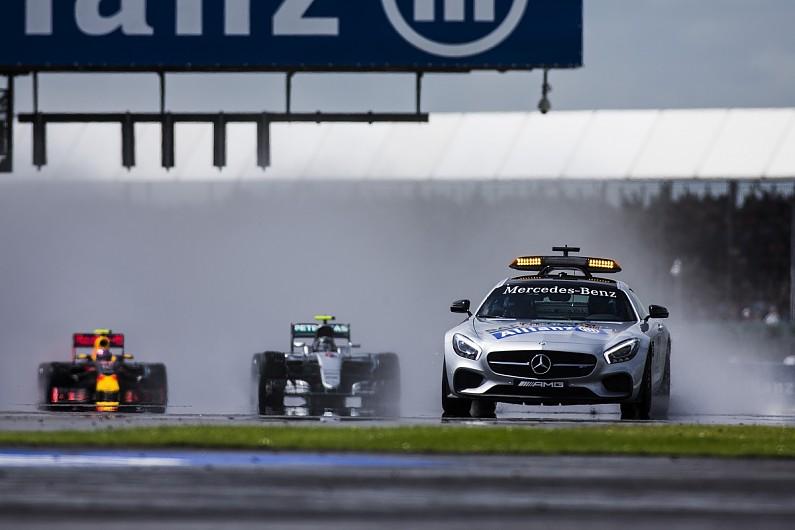 Daniel Ricciardo targets podium finish despite qualifying behind Max Verstappen
