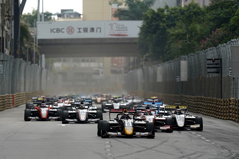 Macau Grand Prix: Vips wins qualifying race, rivals caught in pile-up