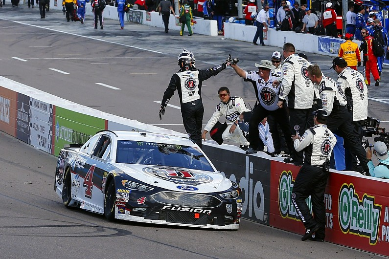 Anger over penalty fuelled Kevin Harvick's NASCAR Phoenix win - NASCAR -  Autosport