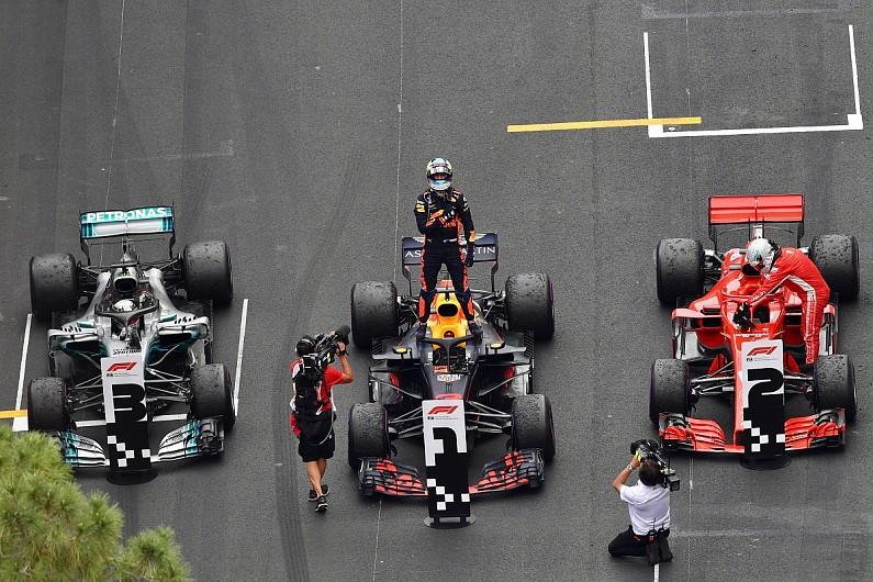 Lewis Hamilton Daniel Ricciardo Lacks Strong F1 Options For 2019