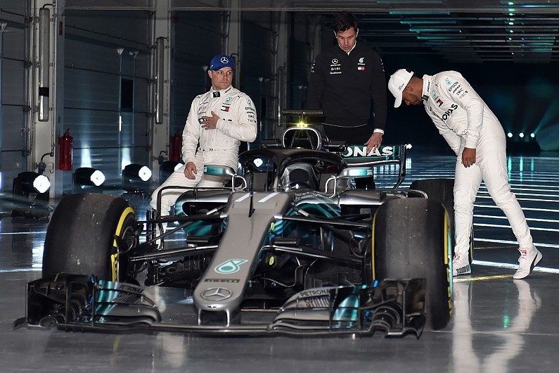 ferrari toto with Hamilton Explains Mercedes Technical Changes on Formel 1 Fahrer 2014 2 besides 29 likewise Hamilton Explains Mercedes Technical Changes besides Najmladsia Ceska Peckova Herecka Posiela Nahy Pozdrav Z Postele Sledujte Ten Zadok together with 2018 Mercedes F1.