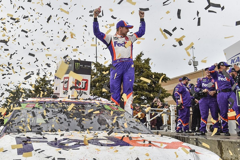 Kansas NASCAR: Denny Hamlin wins, late crashes cause playoff drama
