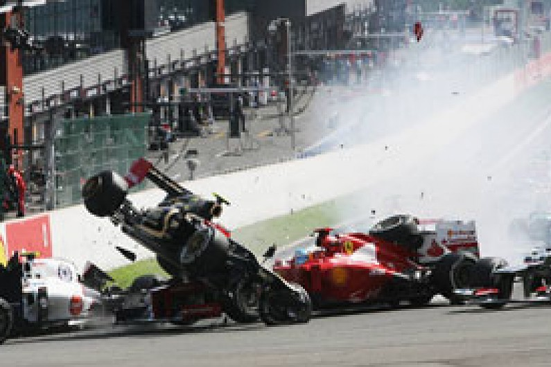 Formula 1 to introduce penalty point system in 2014