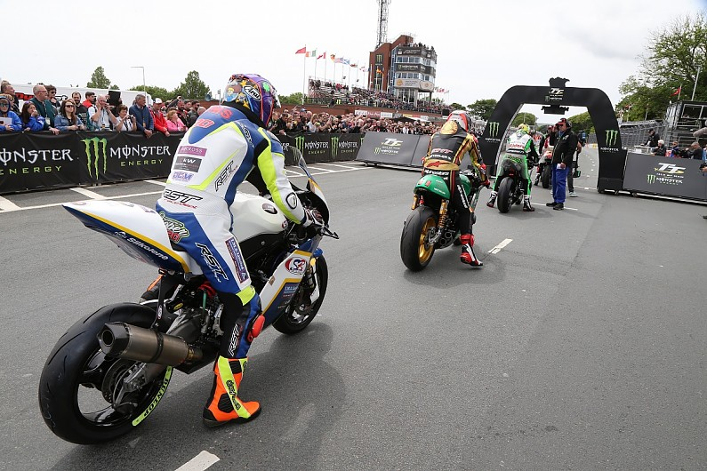 Isle Of Man Tt 2018 New Red Flag Rules Follow Course Car Collision