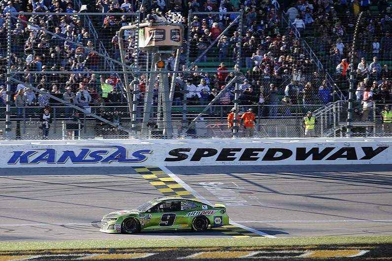 NASCAR Kansas: Elliott claims win from Kyle Busch, Round of 8 sealed