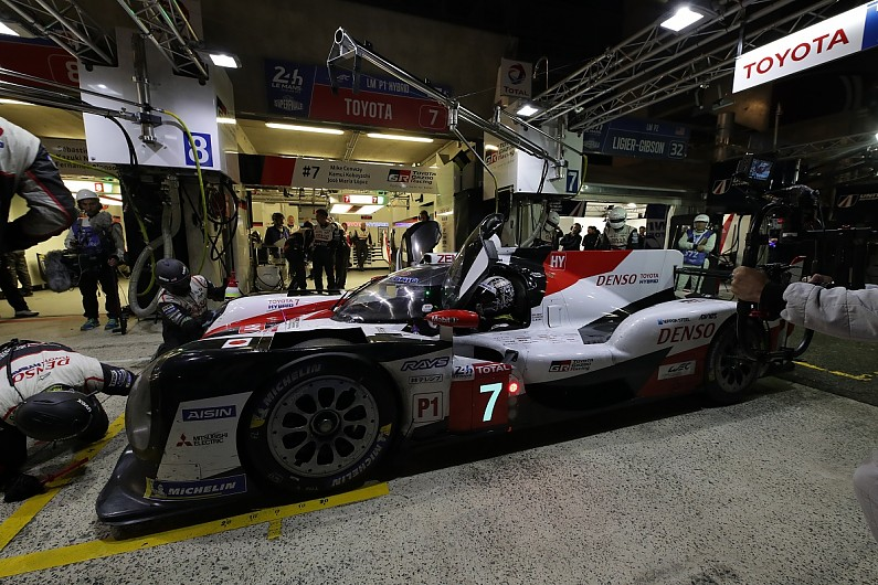Le Mans 24 Hours: Kobayashi puts #7 Toyota over a minute clear