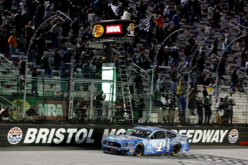 NASCAR Bristol: Harvick holds off Busch for victory - Motor Informed