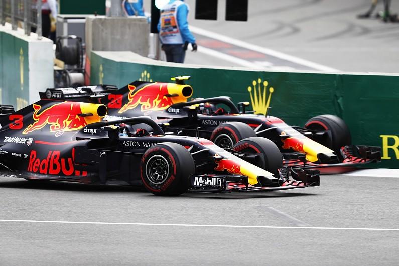 Motorsport Show Baku F Crash Suggests Red Bull Favours Verstappen - F1 show car