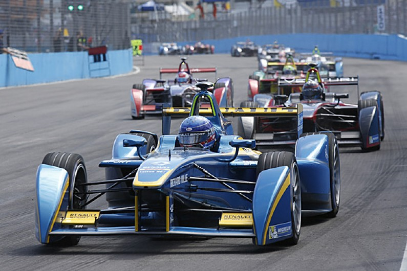 Lewis Hamilton: News On Formula 1 Driver Girlfriend